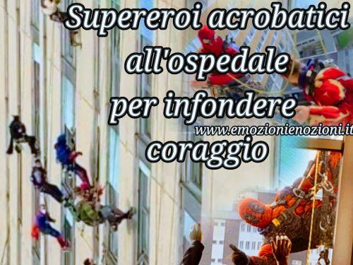 Supereroi acrobatici all'ospedale per dare coraggio